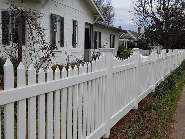 Big Country PVC Fencing project portfolio classic scallop picket fencing