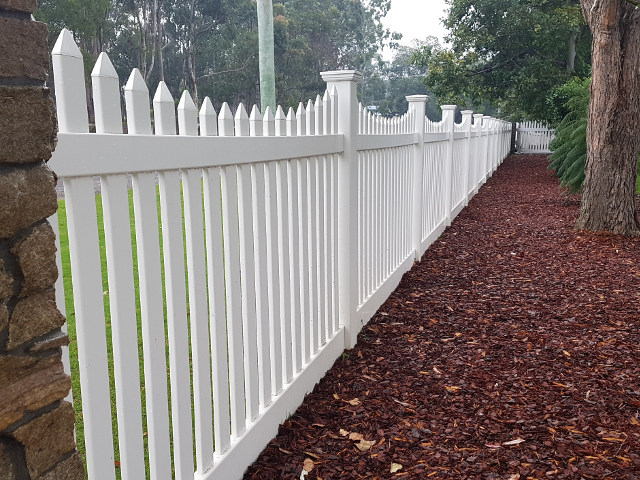 Classic scallop picket fencing 1500mm side view